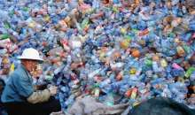 Cegły z plastikowych odpadów łowionych z mórz i oceanów